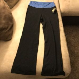 580adcfc98108 Old Navy Pants - NWT Old Navy Mid-Rise Wide-Leg Roll-Over